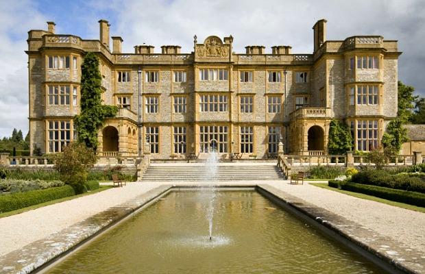 Smart Stay: Eynsham Hall near Oxford, England