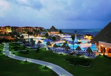 $166+ All-Inclusive Palace Resorts w/Kids Stay Free