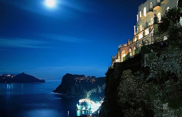 On the Edge: 5 Amazing Cliffside Hotels