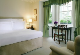 No Boys Allowed: Women-only Duchess Rooms at Dukes London