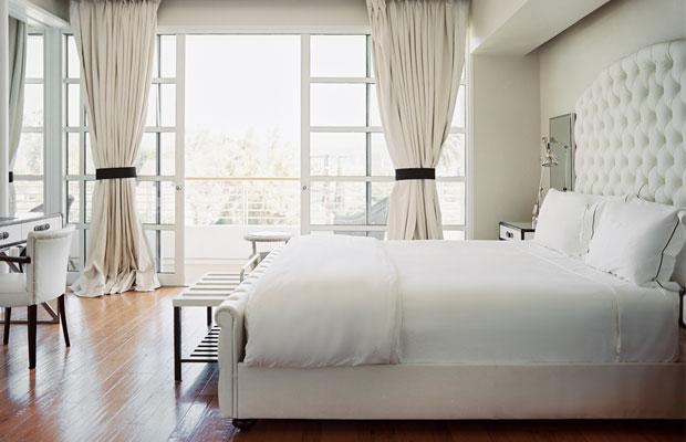 10 Ways to Sleep Well in a Hotel Room