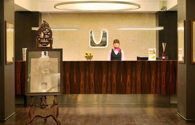 A New App Brings the Hotel Front Desk Straight to Your Phone