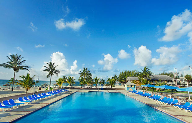 5 People You'll Encounter at an All-Inclusive Resort