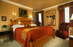 3-Nt Philly Exclusive at 4-Star Hotel w/33% Discount