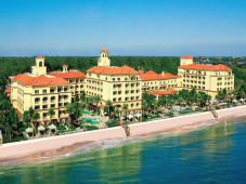 $330+: 5-Star Palm Beach Hotel w/$200 Spa Credit/Nt