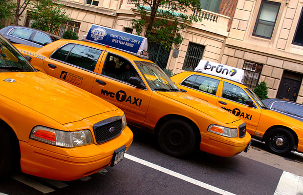 Taxi Hailing Apps 101: How they Work, How Much they Cost & More
