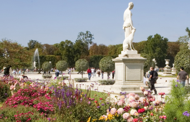 How to Spend Spring in Paris, on a Budget