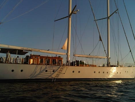How to Charter a Private Yacht